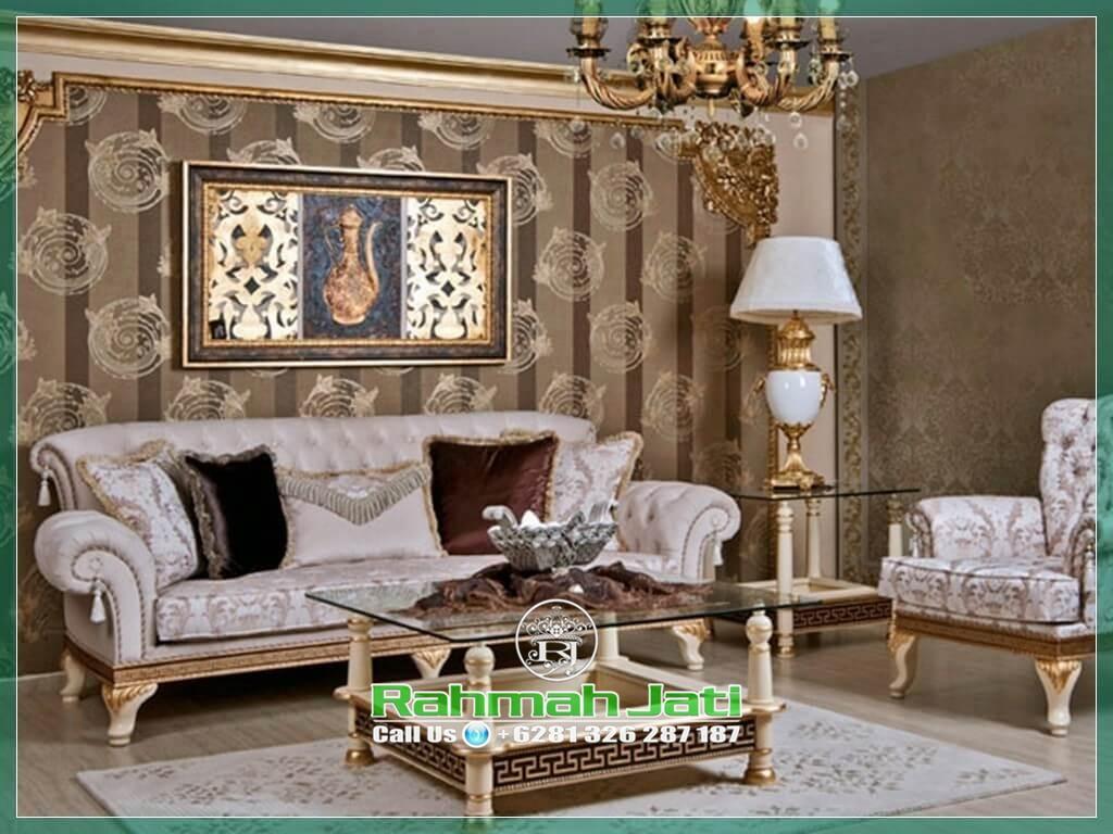 Sofa Empuk Ruang Keluarga