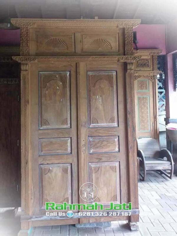 Pintu Gebyok Antik