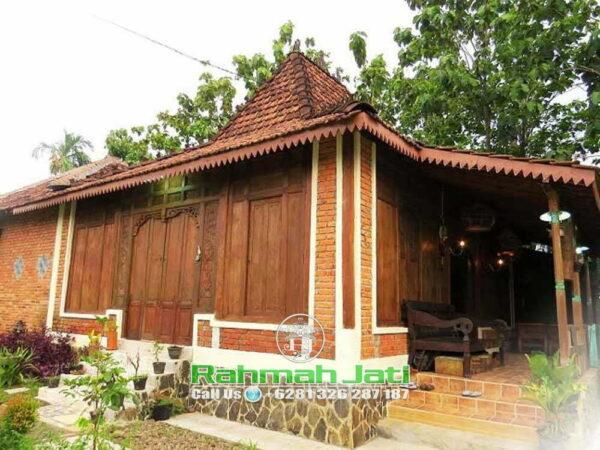Rumah Pintu Gebyok Bali